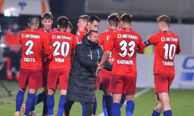 Thomas Neubert, alături de jucătorii de la FCSB / Foto: Sport Pictures