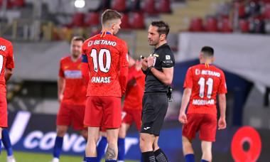 Florin Tănase și Sebastian Colțescu, la finalul meciului FCSB - Sepsi 1-2 / Foto: Sport Pictures