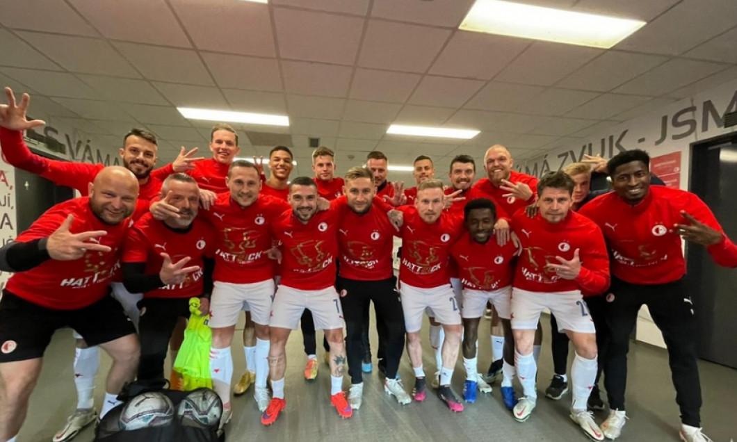 Fotbaliștii Slaviei Praga, după ce și-au asigurat titlul în Cehia / Foto: Twitter@slaviaofficial