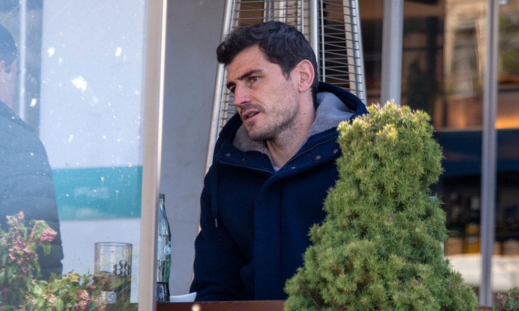 Iker Casillas takes refuge in those closest to him