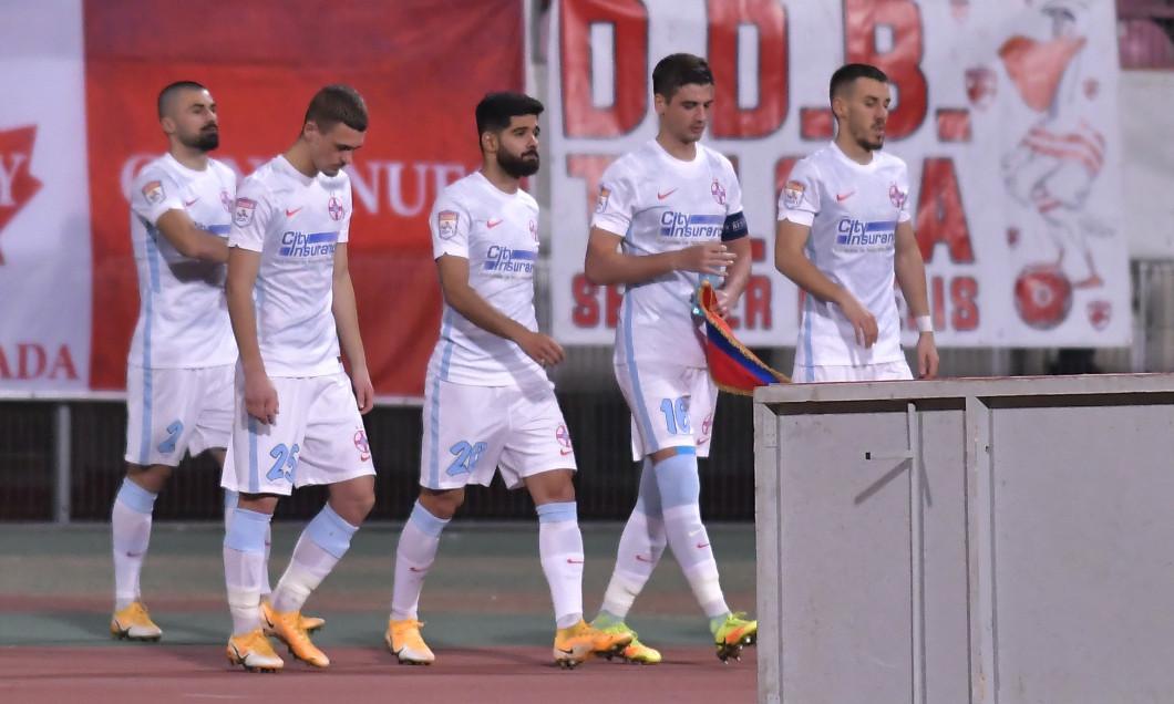 Ionuț Vînă, alături de Răzvan Oaidă, Dragoș Nedelcu, Ovidiu Perianu și Valentin Crețu / Foto: Sport Pictures