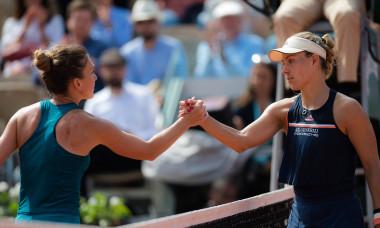 Simona Halep și Angelique Kerber, după meciul direct de la Roland Garros 2018 / Foto: Profimedia