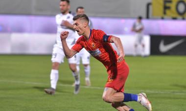 Florin Tănase, după un gol marcat în FCSB - Academica Clinceni / Foto: Sport Pictures