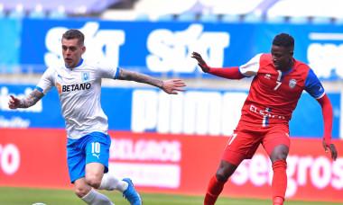 Alexandru Cicâldău și Hamidou Keyta, într-un meci Universitatea Craiova - FC Botoșani / Foto: Sport Pictures