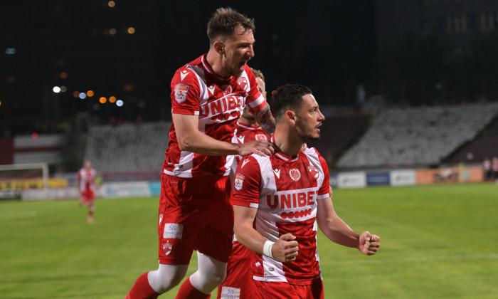 Deian Sorescu și Paul Anton, în meciul Dinamo - Hermannstadt / Foto: Sport Pictures