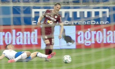 Duelul dintre Bogdan Vătăjelu și Ciprian Deac, în urma căruia CFR a cerut penalty / Foto: Captură Digi Sport