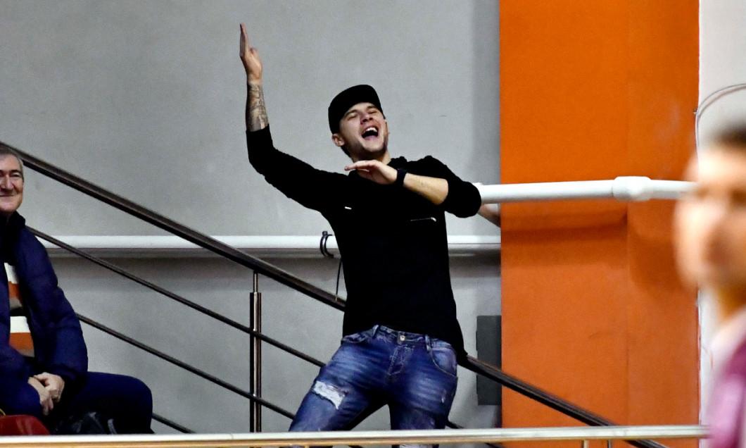 Cristi Săpunaru, în tribune la un meci demonstrativ Rapid - Sportul / Foto: Sport Pictures
