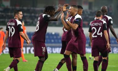 Moise Kean și Kylian Mbappe, în meciul Istanbul Bașakșehir - PSG / Foto: Getty Images
