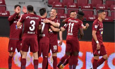 Fotbaliștii de la CFR Cluj, în meciul cu FCSB / Foto: Sport Pictures