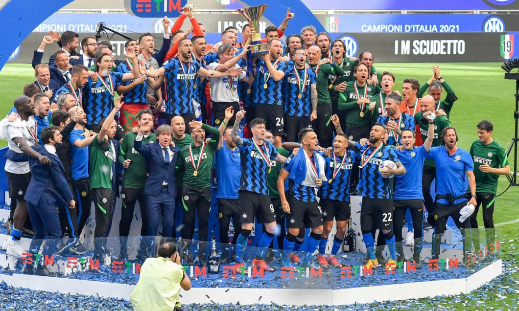 FC Internazionale players celebrate the Serie A Trophy after the match between FC Internazionale and Udinese Calcio at Giuseppe Meazza Stadium on May