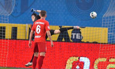 Denis Haruț și Andrei Vlad, în meciul Universitatea Craiova - FCSB / Foto: Sport Pictures
