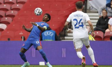 Marcus Rashford și Deian Sorescu, în meciul Anglia - România / Foto: Profimedia