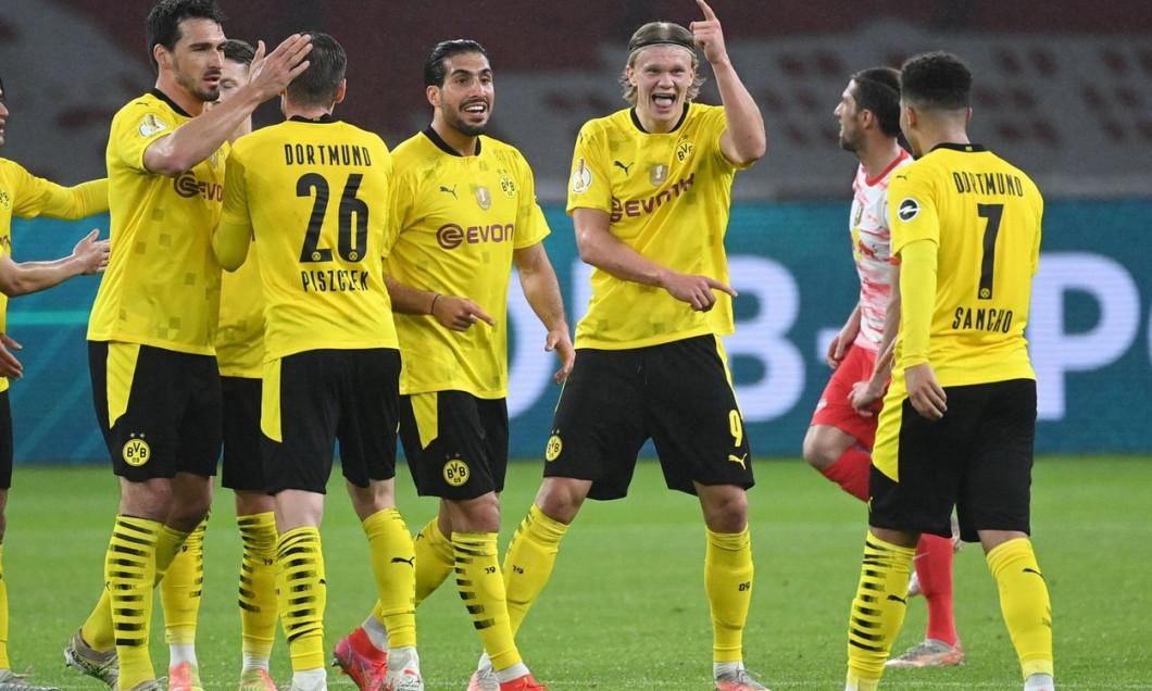 Berlin, Germany. 13th May, 2021. jubilation at 0-3: Mats Hummels (BVB), Lukasz Pisczek (BVB), Emre Can (BVB), Erling Haaland (BVB), goalschuetze Jadon Sancho (BVB)/left to right GES/Soccer/DFB-Pokal Final: RB Leipzig- Borussia Dortmund, May 13th, 2021 Foo