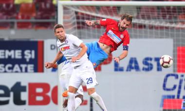 Mihai Bălașa și Stipe Vucur, în meciul FCSB - Hajduk Split / Foto: Sport Pictures