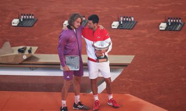 Novak Djokovic și Stefanos Tsitsipas, după finala Roland Garros / Foto: Getty Images
