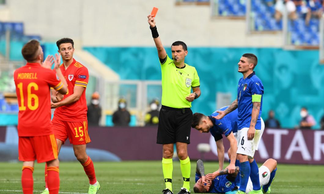 Ovidiu Hațegan, în meciul Italia - Țara Galilor / Foto: Getty Images