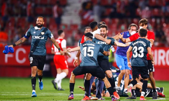 Fotbaliștii lui Rayo Vallecano, după obținerea promovării / Foto: Getty Images