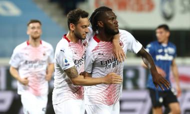 Hakan Calhanoglu și Franck Kessie, după meciul Atalanta - AC Milan / Foto: Getty Images