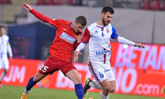 Ovidiu Perianu și Andrei Chindriș, în meciul FCSB - FC Botoșani / Foto: Sport Pictures