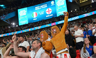 English fans, football fans without a gap and face mask, mask. jubilation, joy, enthusiasm, semi-final, game M50, England (ENG) - Denmark (DEN) 2-1 nV on 07.07.2021 in London/Wembley Stadium. Football EM 2020 from 06/11/2021 to 07/11/2021.
