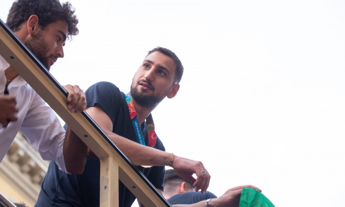 Italy: Italian National Football Players celebrates with fans