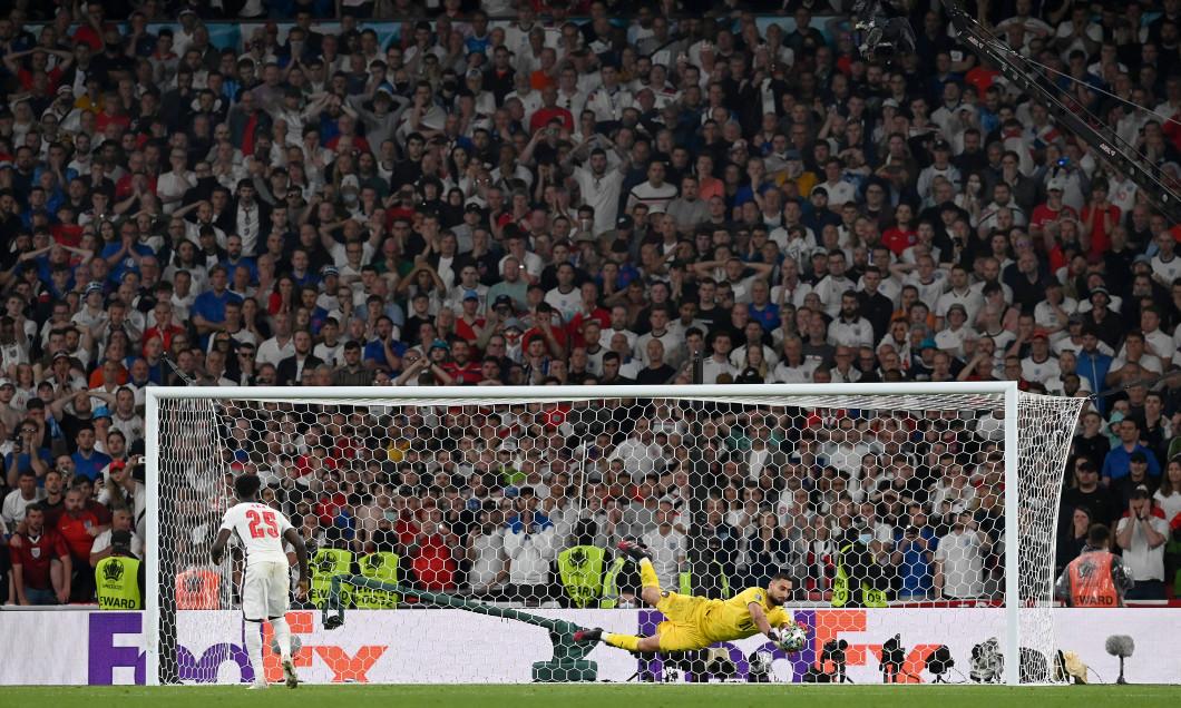 Gianluigi Donnarumma a apărat execuția lui Bukayo Saka în finala EURO 2020 / Foto: Getty Images