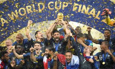 Olivier Giroud, cu trofeul Cupei Mondiale / Foto: Getty Images