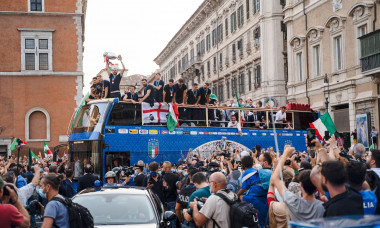 ROME, ITALY - JULY 12, 2021. The footballers of the Italian national team celebrate the victory at Euro 2020 by exhibiting the European Cup from an open bus with a tour in the center of Rome. Credit: Andrea Petinari/Medialys Images/Alamy Live News
