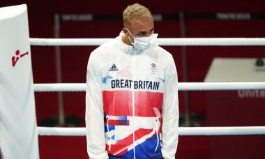 Ben Whittaker a refuzat să poarte medalia olimpică / Foto: Twitter @SportsCircusInt