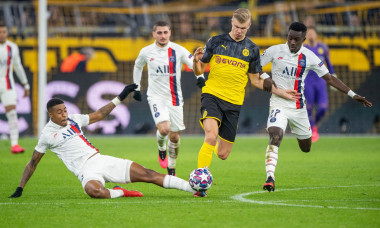 Erling HAALAND (mi., DO) versus Idrissa GUEYE (right, PSG) and Presnel KIMPEMBE (PSG), action, fight for the ball, football Champions League, round of 16, Borussia Dortmund (DO) - Paris St. Germain (PSG) 2: 1, on February 18, 2020 in Dortmund/Germany.  