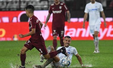 Jonathan Rodriguez și Răzvan Oaidă, în meciul CFR Cluj - FCSB / Foto: Sport Pictures