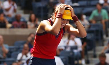 Emma Răducanu, după victoria cu Belinda Bencic / Foto: Getty Images