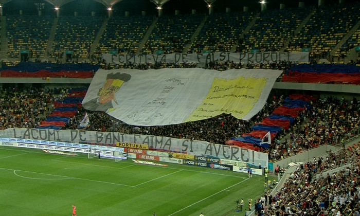 Suporterii FCSB-ului, la derby-ul cu Dinamo / Foto: Captură Digi Sport