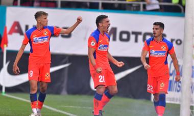 Octavian Popescu, Claudiu Keșeru și Valentin Gheorghe, în meciul FCSB - Dinamo 6-0 / Foto: Sport Pictures