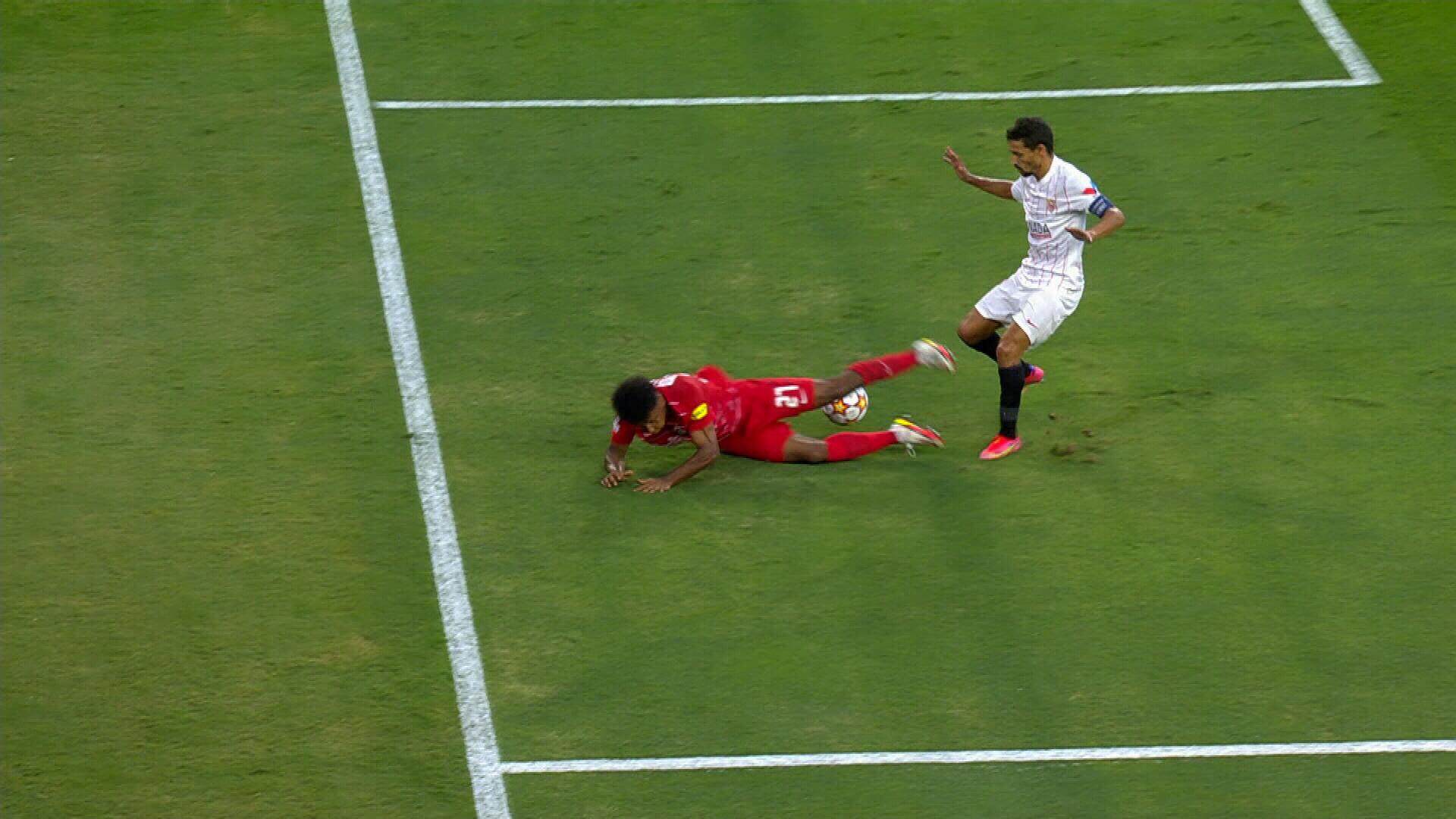 4 penalty-uri într-o repriză la Sevilla - Salzburg! Karim Adeyemi, jucătorul cu origini românești, a obținut 3