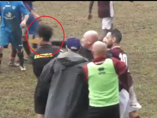 Scene reprobabile! Un antrenor a lovit cu pumnul în figură arbitrul. Ce a făcut după ce a revăzut imaginile