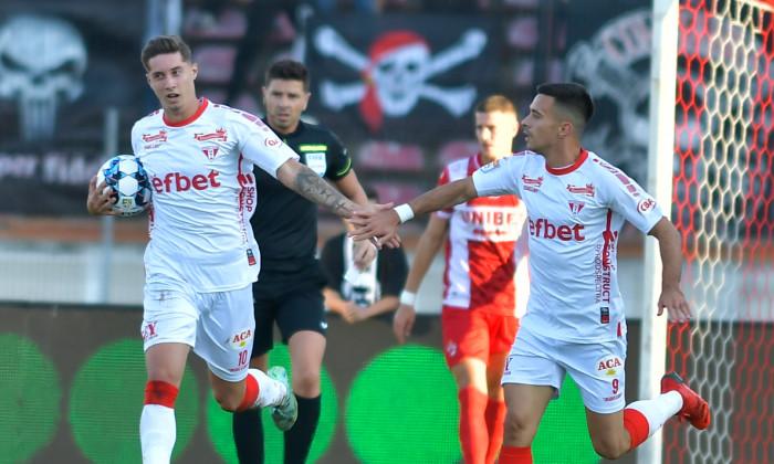 David Miculescu (stânga), în meciul cu Dinamo / Foto: Sport Pictures