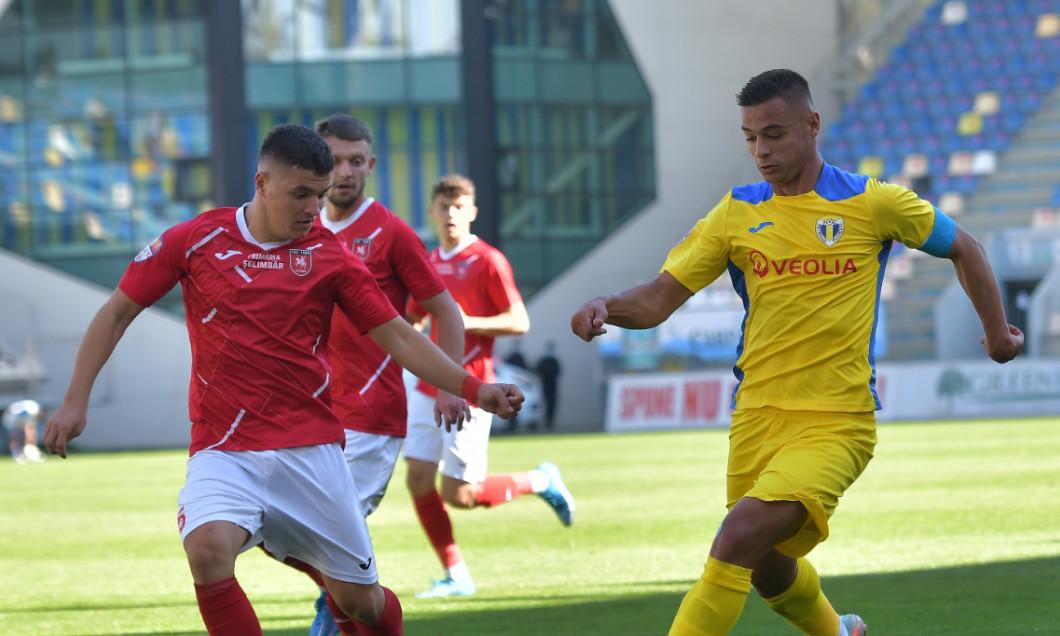 Valentin Țicu, în meciul Petrolul - CSC Șelimbăr / Foto: Sport Pictures