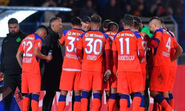 Edi Iordănescu, alături de jucătorii de la FCSB / Foto: Sport Pictures