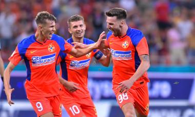 Octavian Popescu, Andrei Cordea și Florin Tănase, fotbaliștii de la FCSB / Foto: Sport Pictures