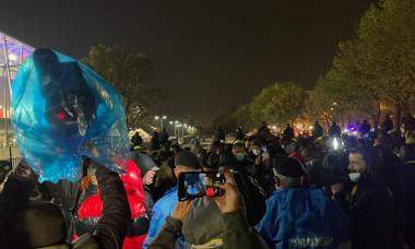 Sute de fani, la intrarea în stadion la România - Armenia / Foto: Digi Sport