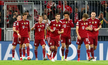 MUNICH, GERMANY - SEPTEMBER 29: Robert Lewandowski of FC Bayern Munchen celebrates with his team mates after scoring his sides first goal during the UEFA Champions League Group Stage match between Bayern Munchen and Dinamo Kiev at the Allianz Arena on Sep