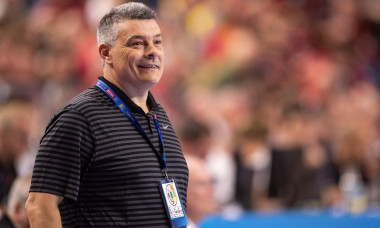 Cologne, Germany. 02nd June, 2019. Handball: Champions League, FC Barcelona - PGE Vive Kielce, final round, final four, match for 3rd place. Barcelona coach Xavier Pascual Fuertes reacts on the sidelines. Credit: Marius Becker/dpa/Alamy Live News
