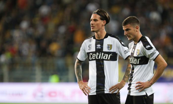 Dennis Man și Valentin Mihăilă, în meciul Parma - Cremonese / Foto: Profimedia