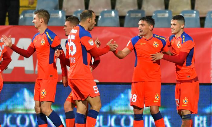 Fotbaliștii de la FCSB, în meciul cu CS Mioveni / Foto: Sport Pictures