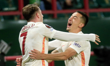 Kerem Akturkoglu și Olimpiu Moruțan, în meciul Lokomotiv Moscova - Galatasaray / Foto: Profimedia