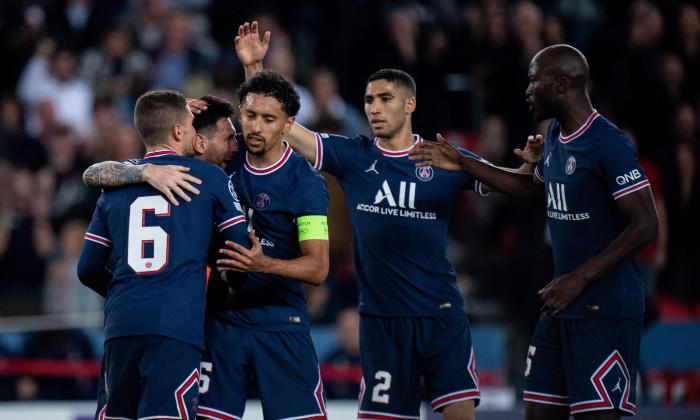 PARIS, FRANCE - OCTOBER 19: Lionel Messi of Paris Saint-Germain celebrate with Lionel Messi, Marquinhos, Achraf Hakimi, Marco Verratti, Danilo after s