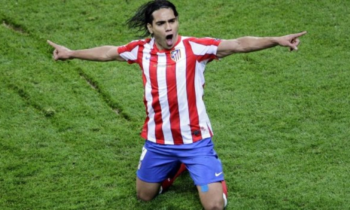 radamel falcao in genunchi