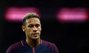 Neymar, jucat pe degete de spanioli