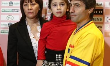 Kassandra, alături de părinții ei
